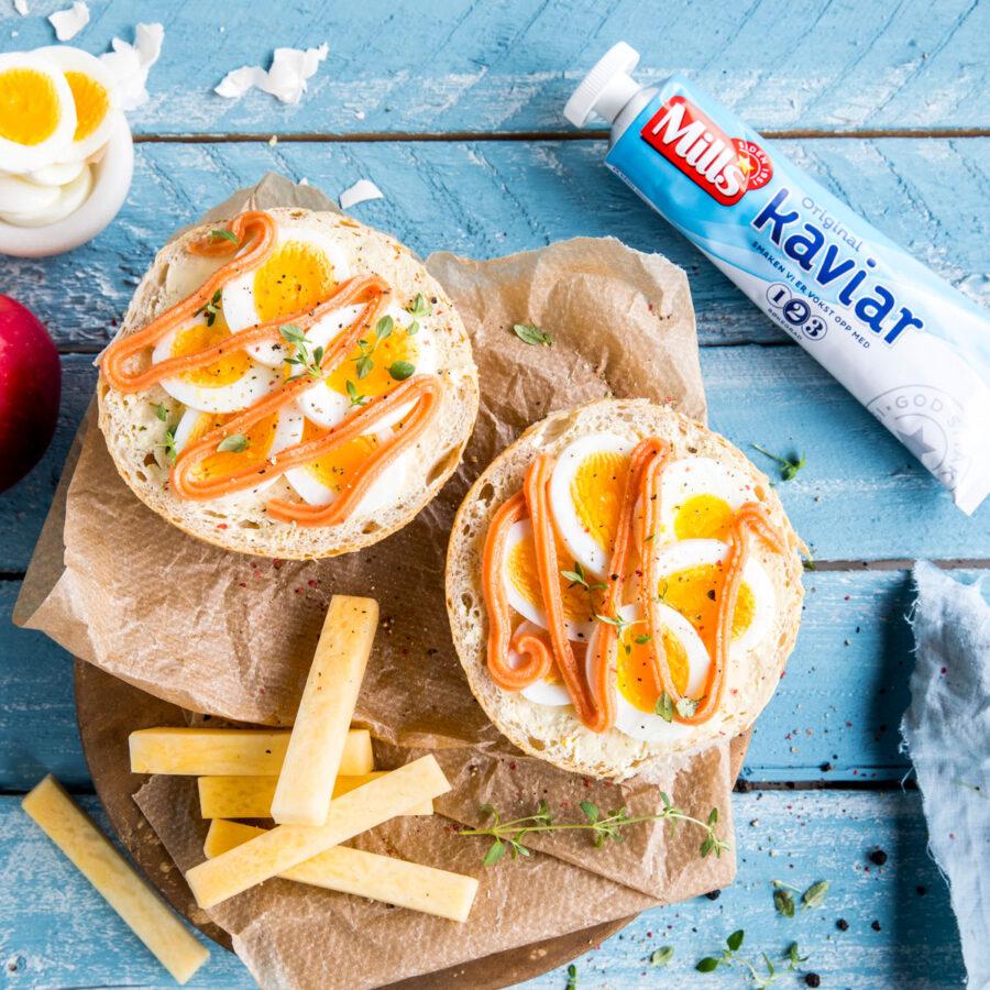 Foto: Rundstykker med egg og kaviar fra Mills
