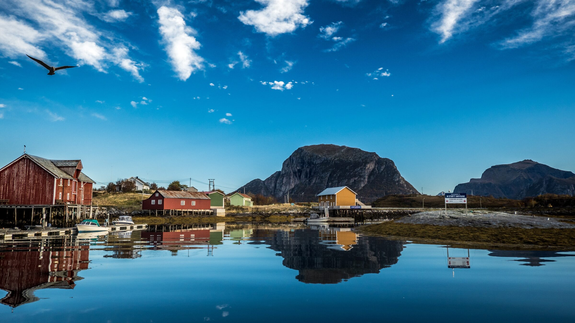 Image from Northern Norway with sea, mountains and red and yellow houses