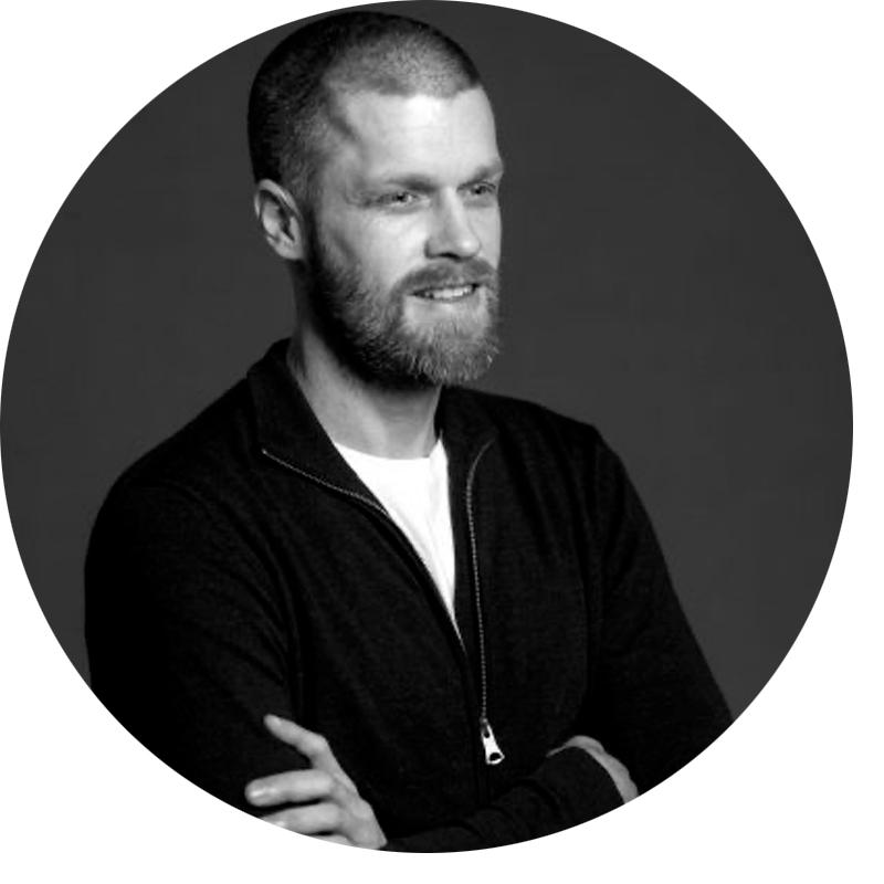 Portrett bilde i sort/hvitt av Jørgen Bertelsen, rådgiver i Dekode.